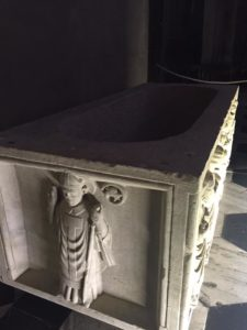 Cattedrale- Sarcofago,particolare S.Abondio